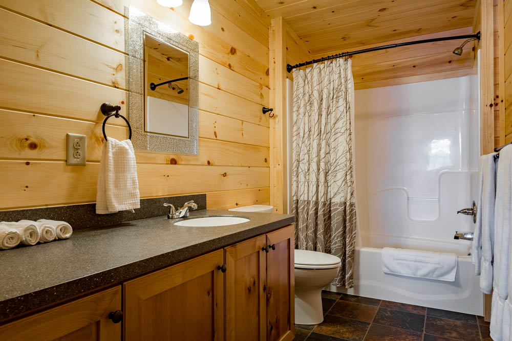 Lakefront Cottage bathroom